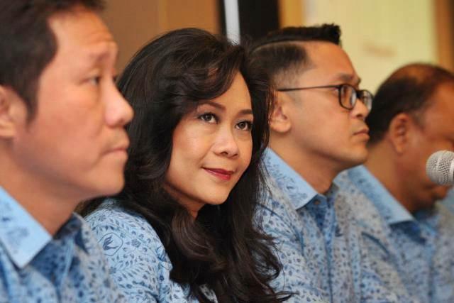 Direktur Utama PT Blue Bird Tbk Noni Purnomo didampingi direksi lainnya memberikan penjelasan mengenai kinerja perusahaan usai rapat umum pemegang saham tahunan di Jakarta, Rabu (22/5/2019). - Bisnis/Dedi Gunawan