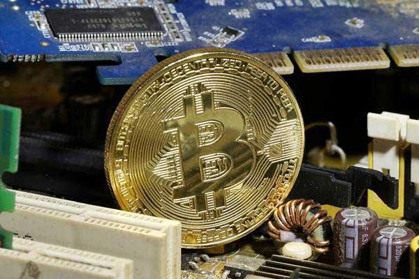 Ilustrasi bitcoin. - Reuters/Dado Ruvic