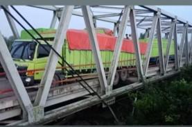 Jembatan Mesuji Ambrol, 2 Truk Akhirnya Bisa Dievakuasi
