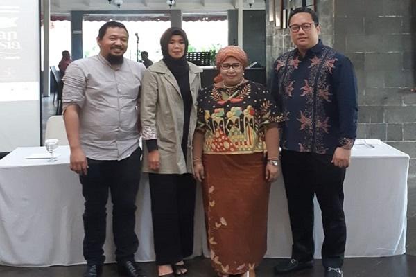 Penyelenggara Pameran Gebyar Pernikahan Indonesia (GPI) 2019 berfoto bersama seusai konferensi pers di Balai Kartini, Jakarta, pada Rabu (19/6/2019) - Eva Rianti
