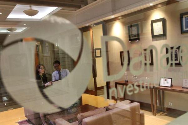 Karyawan beraktivitas di kantor pusat PT Danareksa Investment Management (DIM), di Jakarta, Selasa (21/3). - JIBI/Endang Muchtar