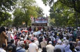 Massa Aksi di Sekitar MK Balik Kanan, Orator Minta Polisi Juga Bubar