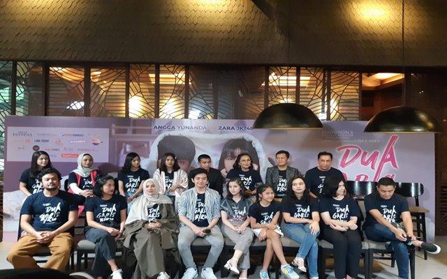 Produser, sutradara, dan para pemain film Dua Garis Biru saat konferensi pers di Jakarta, Kamis (27/6) - Bisnis/Syaiful M
