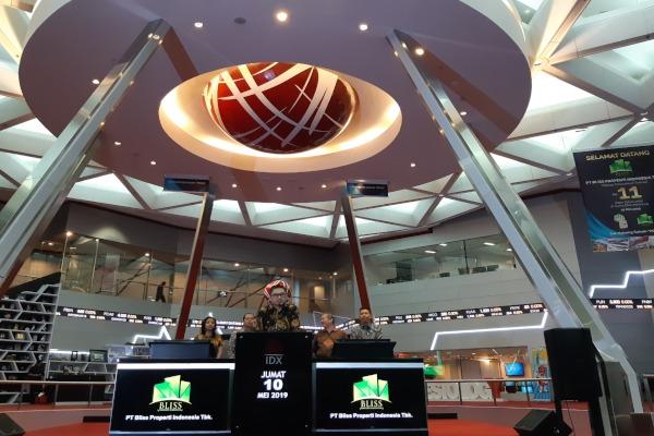 PT Bliss Properti Indonesia Tbk. (POSA) menjadi emiten ke-11 yang melantai pada 2019. Pada hari pembukaan pencatatan perdana, Jumat (10/5/2019), saham POSA diperdagangkan dengan frekuensi 539 kali, volume 7091 saham dengan nilai Rp179,35 juta. - Bisnis/Novita Sari Simamora