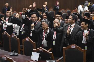 Yusril Ihza Mahendra dan Tim Hukum TKN Bertemu Jokowi di Istana Bogor