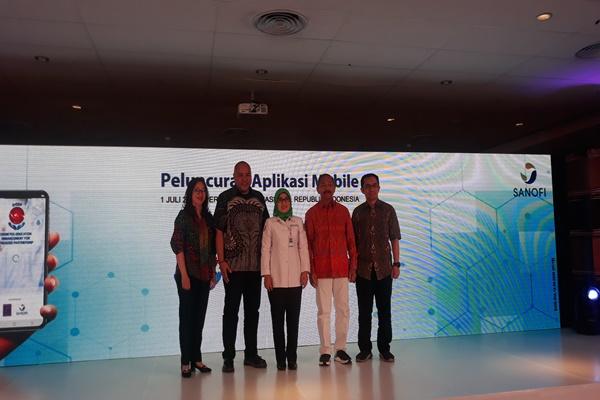 (dari kiri ke kanan) dr Mary Josephine, Head of Medical Sanofi indonesia, Hector Reyes Manager China & Emerging Markets Sanofi Indonesia, Dwi Martiningsih Deputi Direksi Bidang Jaminan Pembiayaan Kesehatan Premier BPJS Kesehatan, Prof. DR. dr. Ketut Suastika Ketua Umum PB PERKENI dan Rulli Rosandi Kordinator Bidang Teknologi Informatika PERKENI di Perpustakaan Nasional RI pada Senin (1/7/2019) - Ria Theresia