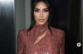 "Diprotes, Merek Pakaian Dalam ""Kimono"" Kim Kardashian Akan Diganti"