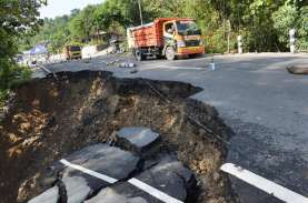 Jalan Trans Sulawesi Amblas Akibat Hujan Deras