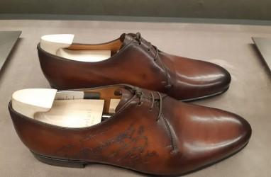Begini Proses Pewarnaan Sepatu Berluti