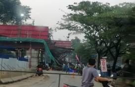 Cor Beton Proyek Jalan Tol BORR Tumpah, Arus Lalu Lintas Menuju Parung Dialihkan
