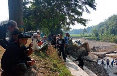 Pemkab Cianjur Pasang Bronjong Tangani Darurat Irigasi Cikondang