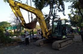 Jasa Marga Tertibkan 27 Lapak Liar di Exit Tol Banyu…