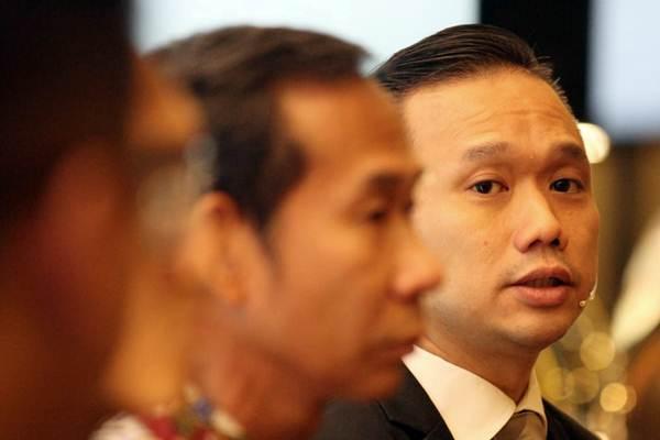 Head of Wealth Management & Client Growth Bank Commonwealth Ivan Jaya (kanan) memberikan penjelasan saat peluncuran aplikasi CommBank SmartWealth, di Jakarta, Kamis (17/1/2019). - Bisnis/Dedi Gunawan