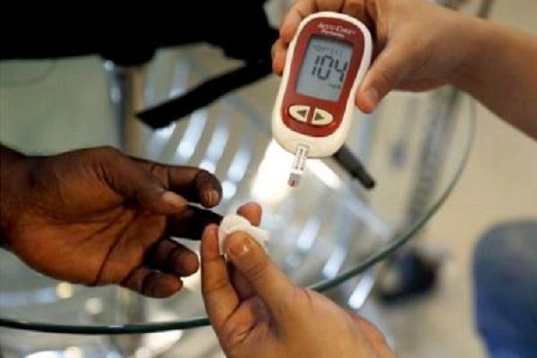 Ilustrasi Cek Gula Darah - Reuters
