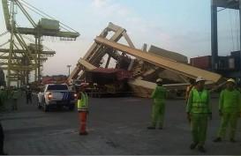 Crane Pelabuhan Tanjung Emas Roboh : Kemenhub Menyatakan Tiga Kapal Terlibat