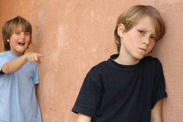 Kekerasan verbal di antara anak - richlymiddleclass.com