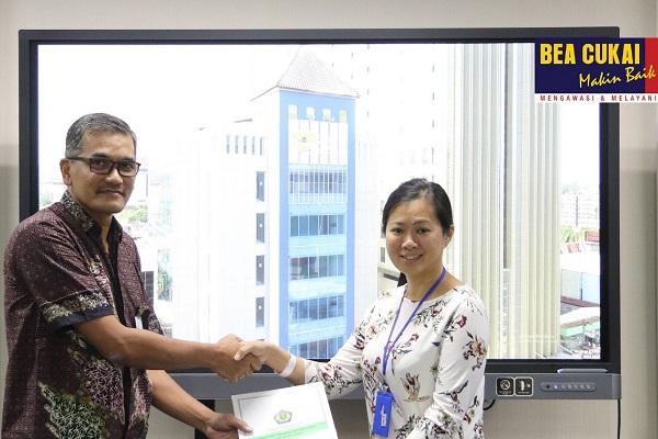 Bea Cukai Berikan Fasilitas Kawasan Berikat pada Perusahaan Pengekspor Tas dan Topi