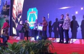 Terima 2 Penghargaan, Bupati Lutra Terus Berkarya, Berprestasi dan Menginspirasi