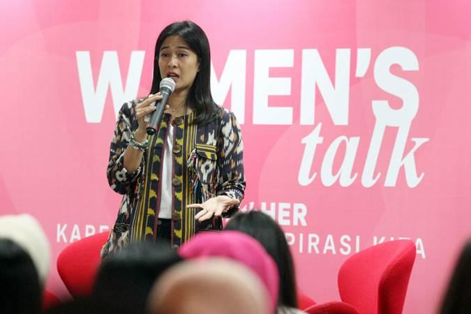 Pekerja Seni dan Aktris Indonesia Dian Sastrowardoyo memberikan penjelasan pada AIA With Her sebagai bentuk dukungan terhadap kesetaraan gender sekaligus merayakan Hari Kartini di Jakarta, Selasa (30/4/2019). - Bisnis/Dedi Gunawan