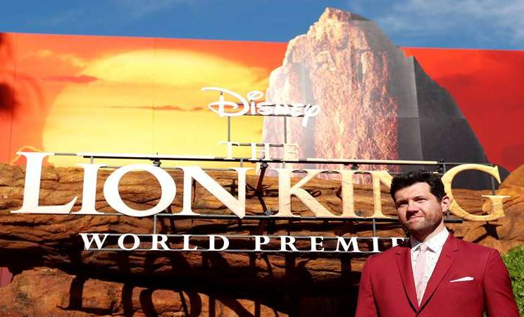 "Aktor Billy Eichner berpose saat premiere ""The Lion King"" di Los Angeles, California, AS, 9 Juli 2019. - Reuters"