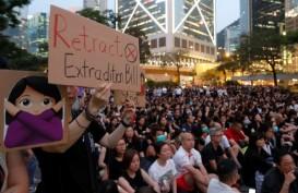 Polisi Tembakkan Gas Air Mata, Hong Kong Rusuh Semalam