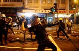 Hong Kong Panas, Penumpang Stasiun Kereta Api Diserang