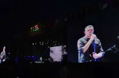 Tulus Tantang Penonton di We The Fest Stage 2019