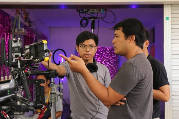 Proses pembuatan film pendek Instalie diproduseri oleh Ifa Isfansyah (depan kanan) - Istimewa