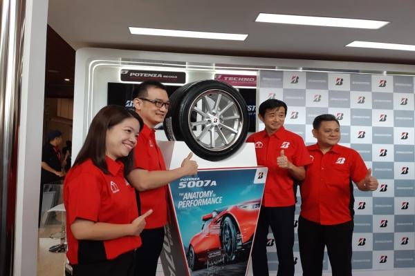 PT Bridgestone Tire Indonesia memperkenalkan ban mobil sport permium, Potenza S007A pada GIIAS 2019, Jumat (26/7/2019). - Thomas Mola
