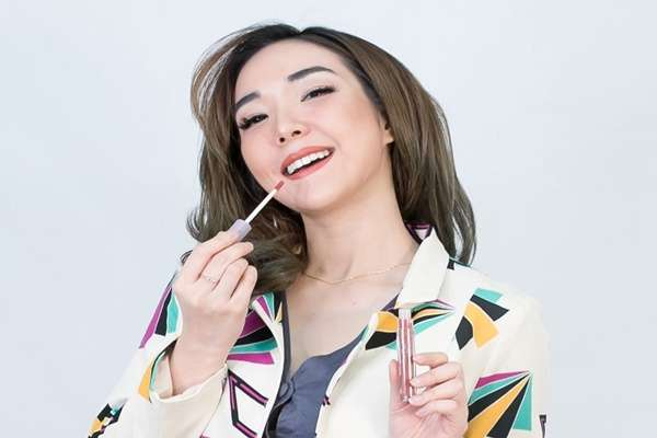 Gisella Anastasya berpose untuk produk kosmetik miliknya Madame Gie.  -  foto: Istimewa