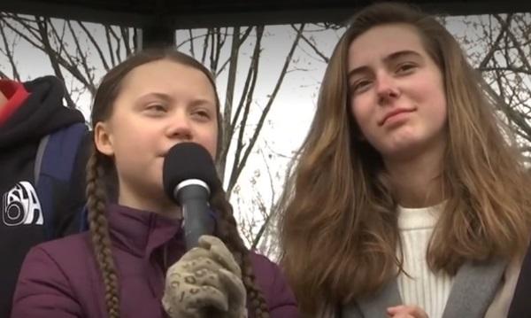 """Aktivis perubahan iklim remaja Greta Thunberg (kiri) masuk salah satu wanita """"force for change"""" Majalan Vogue edisi Inggris tahun ini"""