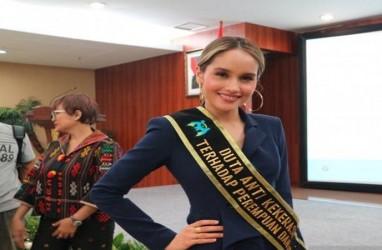 Cinta Laura Enggan Bahas Mantan Pacar Frank Gracia