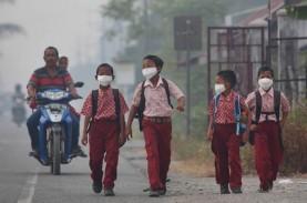 KABUT ASAP: Diskes Riau Bagi-bagi Masker Gratis