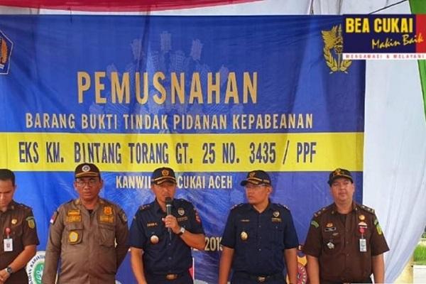 Lindungi Masyarakat, Bea Cukai Kanwil Aceh Musnahkan Bawang Selundupan