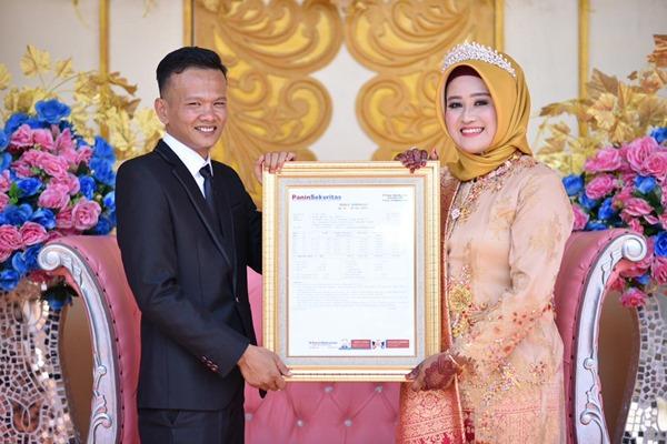 Muhammad Fadhli Lubis dan Rizki Annisa melangsungkan pernikahan di Padangsidempuan. Rizki meminta kepada Fadhli untuk diberikan mahar saham MYOR sebanyak 10 lot. - dokumentasi pribadi