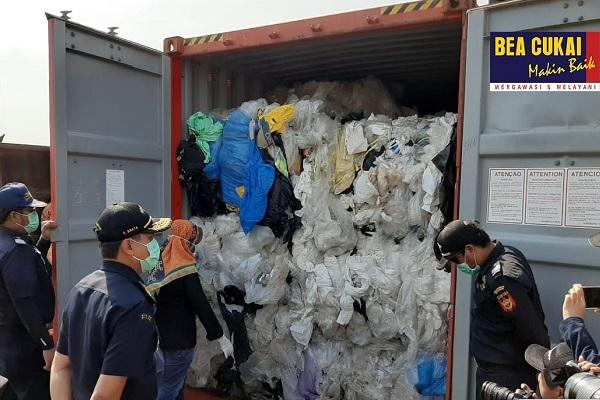 Bea Cukai Batam Re-ekspor Tujuh Kontainer Limbah B3