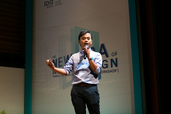 CEO & Co-Founder Dekoruma, Dimas Harry Priawan berbincang bersama Kepala Badan Ekonomi Kreatif, Triawan Munaf di exhibition area Interior Designer Gathering 2019 (Sabtu, 27 - 7)