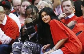 Romantisnya, Travis Scott Penuhi Rumah Kylie Jenner dengan Mawar Merah