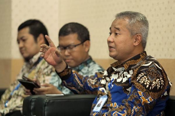 Presiden Direktur PT Wijaya Karya (Persero) Tbk. Tumiyana (kanan) memberikan paparan saat berkunjung ke kantor redaksi Bisnis Indonesia, di Jakarta, Rabu (17/10/2018). - JIBI/Felix Jody Kinarwan