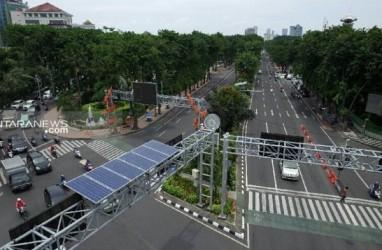 Lampu Lalu Lintas di Surabaya Adopsi Pembangkit Listrik Tenaga Surya
