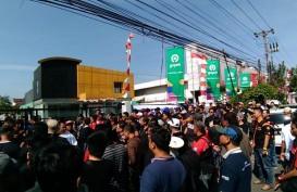 Ratusan Driver Gocar Berunjuk Rasa di KantorGojek Semarang