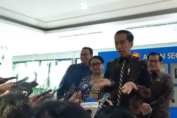Presiden Jokowi memberi keterangan kepada wartawan usai meresmikan Gedung Sekretariat Asean - Bisnis/Amanda Kusumawardhani