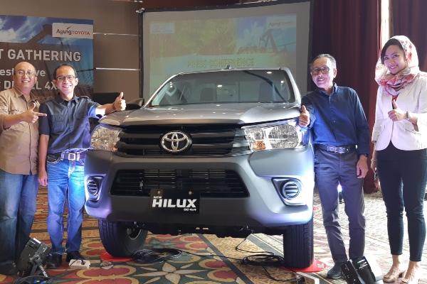 Jajaran manajemen Agung Toyota wilayah Riau seusai peluncuran New Hilux Single Cabin diesel 4x4 di Pekanbaru, Kamis (8/8/2019) - Bisnis/Arif Gunawan