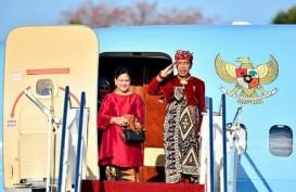 Berpakaian Khas Bali, Jokowi Tiba di Malaysia