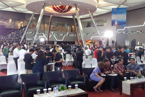 30 tim mengikuti kompetisi jual beli saham OPPO Stocks in Your Hand di mainhall Bursa Efek Indonesia, Senin (18/2/2019)./Bisnis - Emanuel B. Caesario