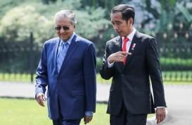 Presiden Jokowi Salat Jumat Bareng PM Mahathir Mohammad di Malaysia