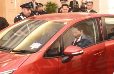 Kunjungan ke Malaysia : Ajak Presiden Jokowi Jajal Proton, PM Mahathir Setir Sendiri