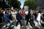 Rayakan 50 Tahun Album The Beatles, Ratusan Orang Padati Abbey Road