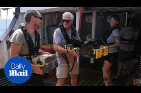Richard Gere Kunjungi Pengungsi Terdampar di Laut…