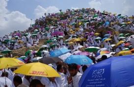 Jamaah Haji Diguyur Hujan Deras Saat Wukuf di Padang Arafah